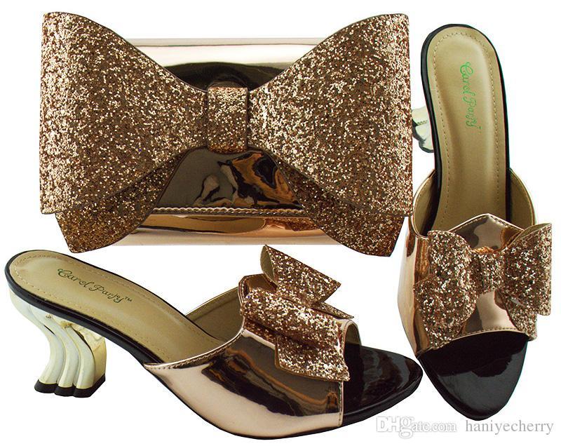 2018 Große Bowknot-Taschen mit 7 cm hohem Absatz. Italienische neue Designs in Schuhen und Taschen, die zu den hochwertigen Taschen passen