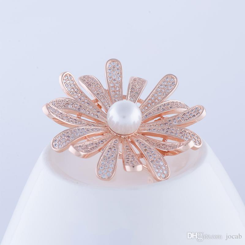 Wholesale DIY Elegant Pearl Flower Brooch Pin Crystal Costume Jewelry Clothes Accessories Jewelry Zircon Rhinestone Weddings Coat Brooches