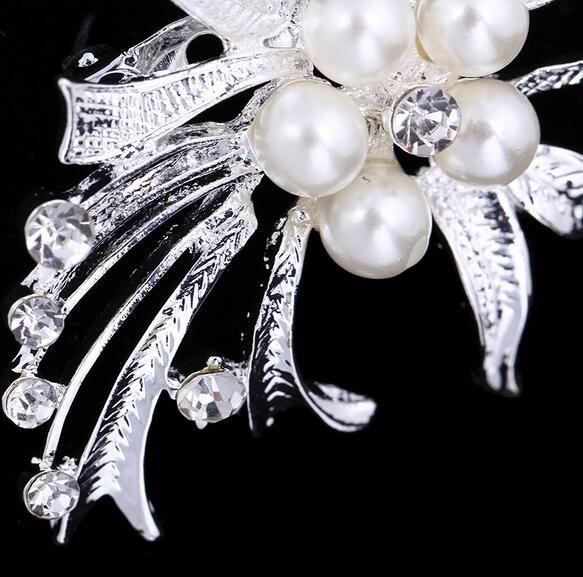 New Style Fashion Silver Tone Crystal Rhinestone Pearl Flower Bouquet Corsage Brooch Women Scarves Dress Accessory Charm Jewelry 4.1*5cm