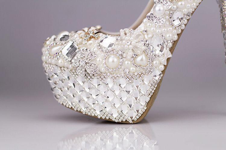 2018 Kristal Düğün Ayakkabı Lüks Yuvarlak Ayak Taklidi Inci Gelin Ayakkabıları Yüksek Topuk Ekru Beyaz Elbise Ayakkabı