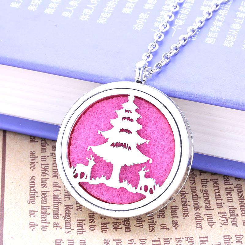 wholesale new christmas tree pattern metal aromatic box pendant feminine charm necklace randomly send 1 felt mat factory direct hj25 fashion jewelry locket