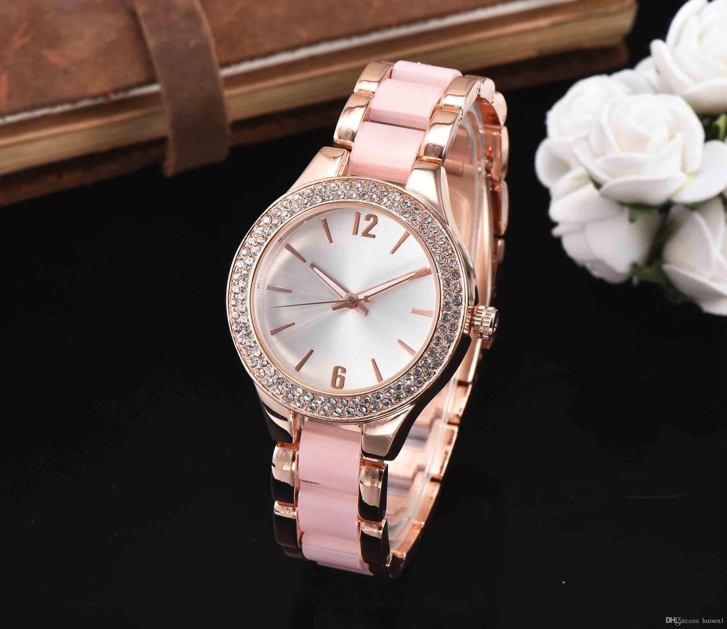 f1167134b55 Compre Luxo De Marca Famosas Designers Elegantes Senhoras Relógios De Ouro  Diamantes Relogio Feminino Aaa Qualidade Pulseira De Aço Pulseira De Relógio  Para ...