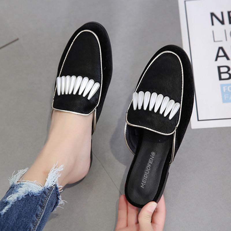3e04f9e87 Compre 2018 Moda Crina De Couro Genuíno Mulas Sapatos Artesanais Mulheres  Verão Pérola Chinelos Senhoras Confortáveis sapatos De Praia Plana De  Conglan, ...