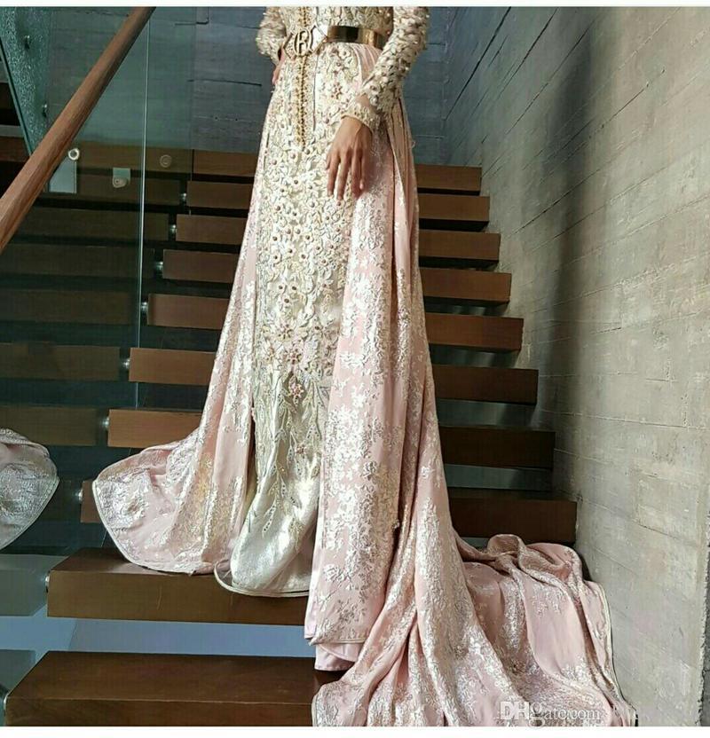 Langärmeliges, rosa Meerjungfrau-Kaftan-Kleid aus Morocan, gemischt mit westlichen Abendkleidern. Kombination aus Tradition und modernem marokkanischem Kaftan