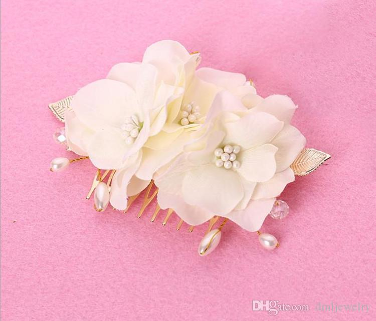 Korea Bridal Hair Combs Clips for Bride Pearls Bridal Hairbands Wedding Veil Hair Comb Bridal Headpieces Flower Headdress Hair Accessories