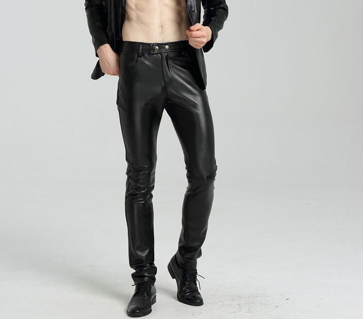11af54b9501d9 Compre Moda De La Calle De Moda Pantalones De Cuero De Imitación De La  Motocicleta Pantalones De Los Pies De Los Hombres Pantalones De La PU  Ocasional Para ...
