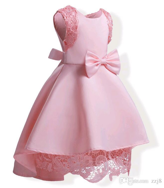 Europa asimétrico dobladillo niños vestido para la fiesta azul rosado niños encaje empalme hombro inferior gran arco vestidos aptos 3-10 niño