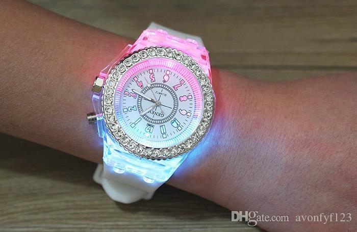 Genebra quente Luminosa Relógio Unisex Diamante Rhinestone Night Light Relógios de Pulso Das Mulheres Dos Homens de Silicone relógio de Pulso Gleamy Quartz Watch A546