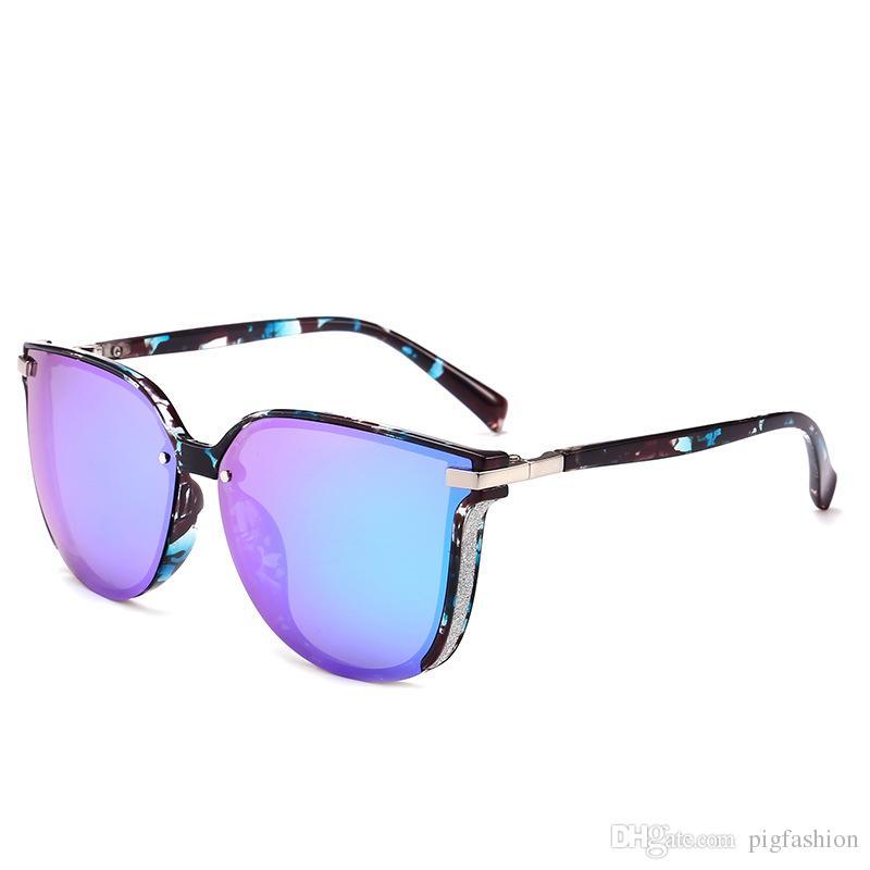 Compre Retro Borda Grossa Óculos De Sol Super Leve Para As Mulheres Homens  Tendência 2018 Nova Face Redonda Grande Quadro Óculos De Sol Rosa Driver  Condução ... 1cc8abd208