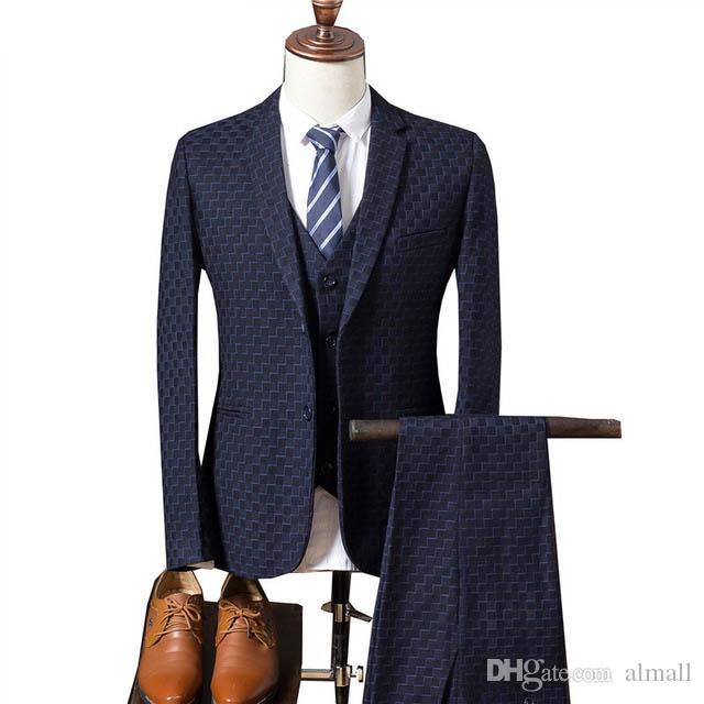 e155bd7a5b Compre Jaqueta + Calça + Colete 2018 Hot Sale Da Moda Homem De Negócios De  Roupas De Homem Se Adapte Casual Casamento Noivo Prom Terno De Luxo Vestido  ...