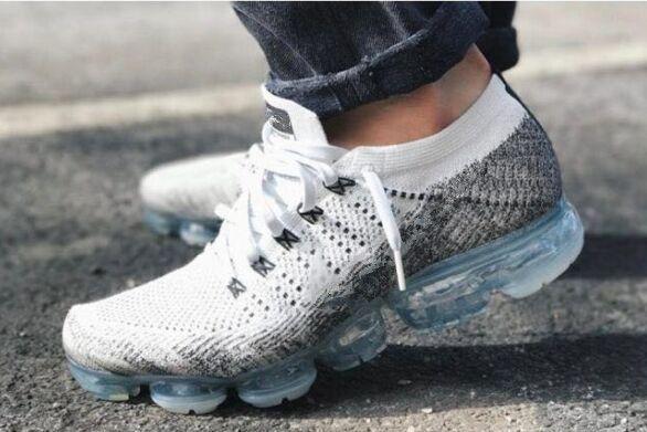 Mizuno Running 2018 Nuovi Stili Scarpe Sportive Bianche Da Uomo Scarpe Da  Corsa Di Lusso Da Uomo Scarpe Da Ginnastica Di Marca Coppie Sneakers Da  Ginnastica ... 058ba63720a
