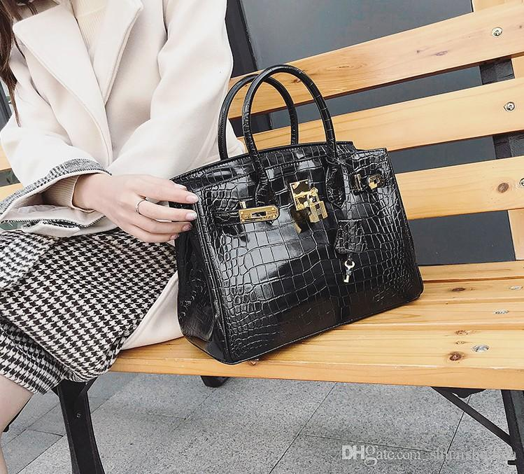 1a042aaaee93 2018 Casual Fashion Woman Bag Handbag Lady Bag Small Mini Antirust Metal  Mobile Phone Bag Cross Body Shoulder Bags Genuine Leather AS0397 Cheap  Purses ...