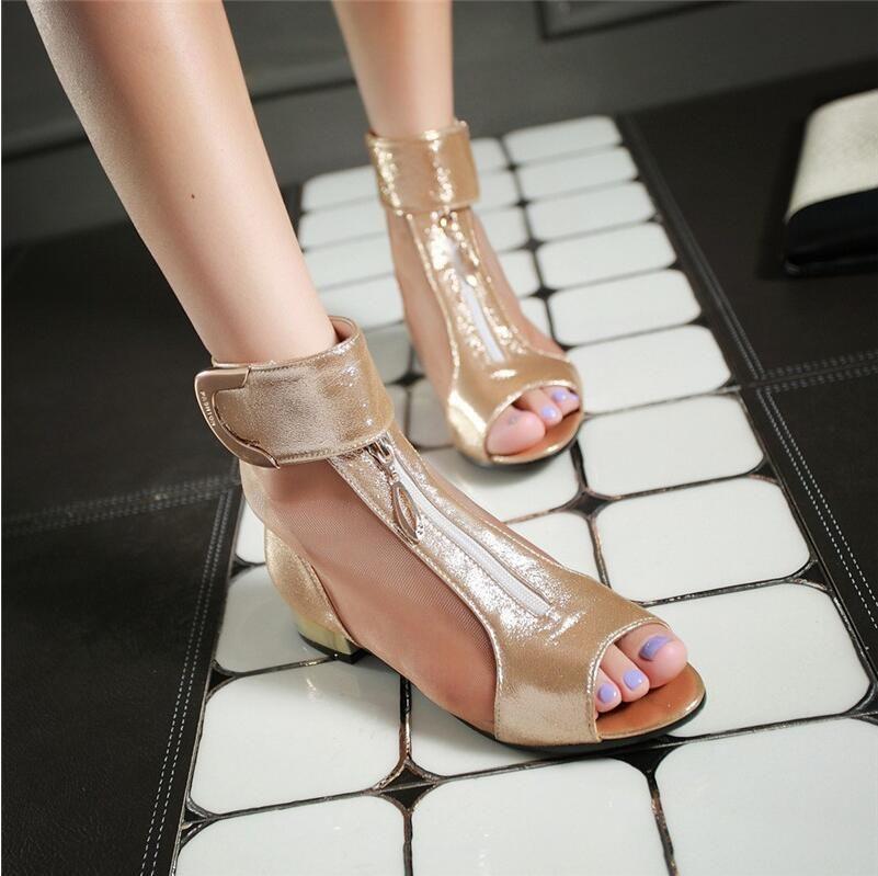 2018 صيف جديد أنيق شبكة الصنادل المعدنية الديكور زقزقة اصبع القدم أحذية امرأة منخفضة الكعب زائد