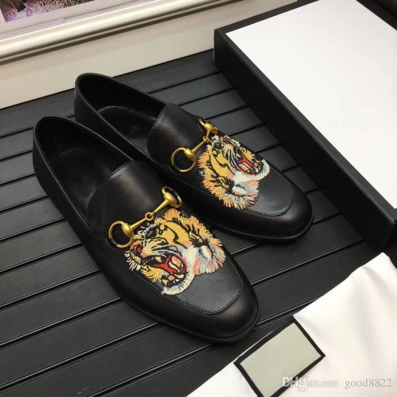Top Quality Brand Formal Dress Shoes para Homens Gentis Black Animal Bordado Sapatos de Couro Genuíno Sapatos Pointed Toe Homens Business Oxfords Casu