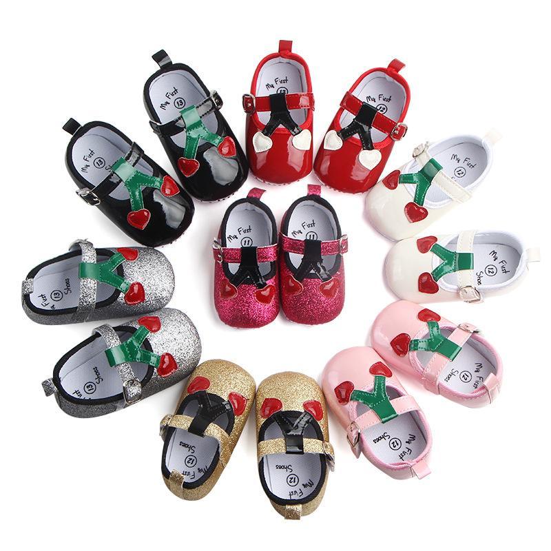 2ae74c303 Compre Zapatos De Bebé De Cuero Princesa De Las Niñas Amor Cereza Zapatos  Recién Nacidos PU Pisos Suaves Arco 7 Zapatos De Niña De Color Primera  Caminata A ...