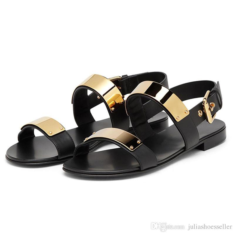 Zapatos de playa antideslizantes de los hombres de verano Moda decoración de metal Sandalias planas Marea Zapatillas de cuero casuales Sandalias de hombre Gladiador EU38-EU46