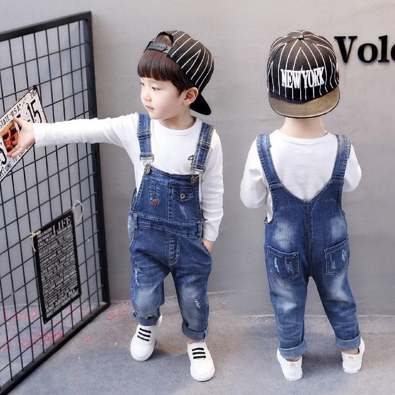 f67210cec Compre Meninos Jeans Rasgado Macacão Outono Crianças Strap Sólidos Macacão  De Algodão Casuais Miúdos Meninas Roupas Macacão Calças 2 5 T Calças  Crianças De ...