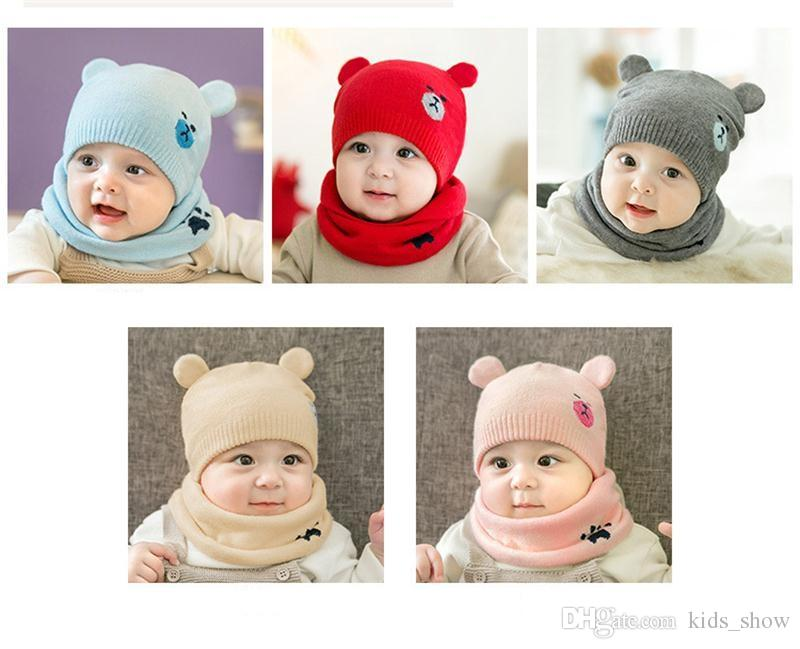Compre Oso De Invierno De Punto Sombrero De Bebé Cálido Precioso Oso Gorras  Para Bebés Unisex Toddler Gorras De Color Sólido 2 Unids   Set Bufanda + ... f89510c1f20