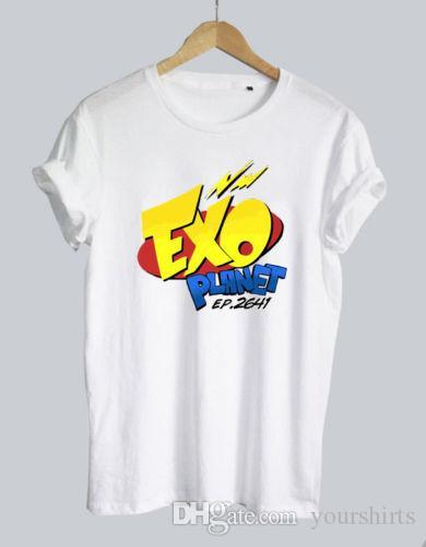8b0fb5b1da3cf Compre Exo Planet Logo Kpop Boyband Camiseta Negro Blanco Gris Camiseta  Unisex Camiseta Hombre Hombre Homme Harajuku Manga Corta Personalizada  Tamaño Grande ...