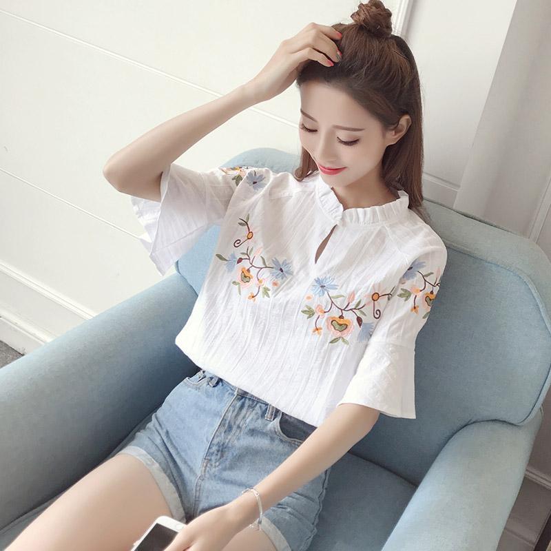 Camicette di camicette ricamate floreali femminili di estate Colletto del basamento del cotone Mezza lunghezza del manicotto del chiarore Tipo Tops delle donne casuali
