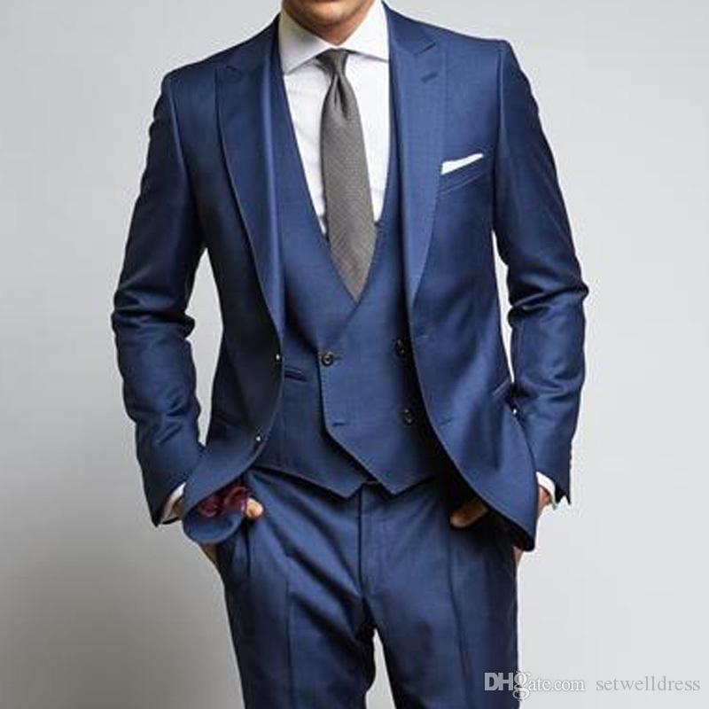2018 estilo clásico de los hombres azules trajes de boda baratos de tres piezas Padrinos de boda Tuxedos solapa de pico trajes de fiesta de negocios chaqueta + pantalones + chaleco