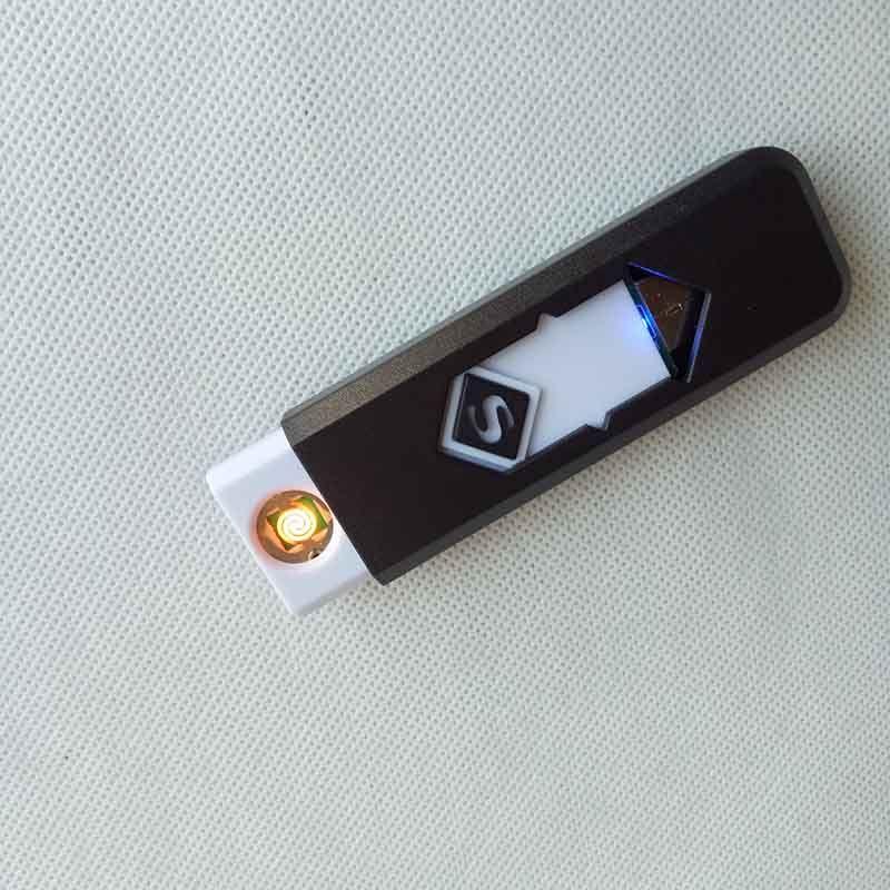 Cigarette électronique rechargeable UsB USB Briquet de cigarres sans flamme avec boîte d'affichage propose également des briquets à gaz d'arc Torch Tools ACCESSOIRES
