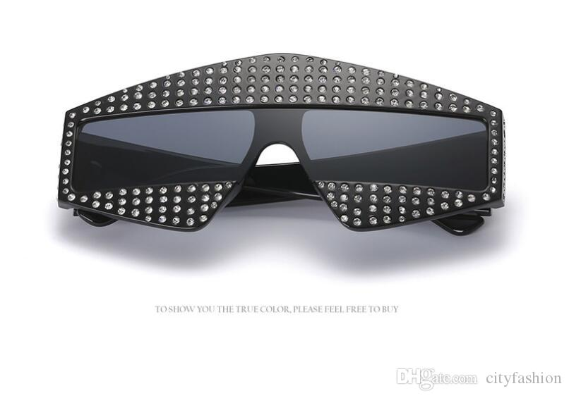 Moda popolare stile avanguardia occhiali oversize intarsiato perla rivetti senza telaio e gambe di alta qualità occhiali di protezione uv con scatola