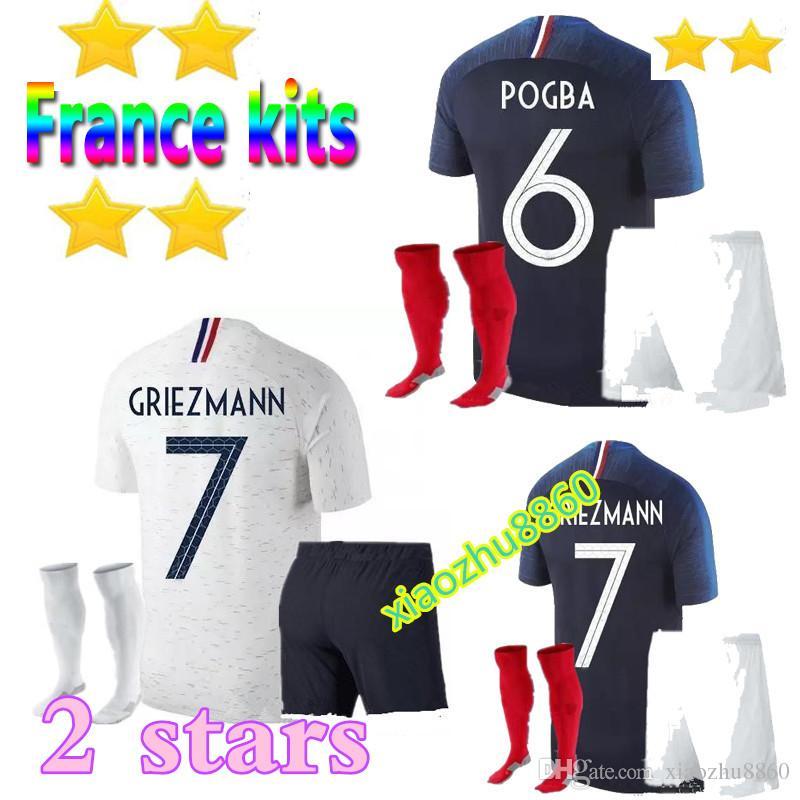 Compre 2 Strar 2018 World Cup Kit + Meias Adulto Francia Camisa De Futebol  18 19 PAYET POGBA GRIEZMANN KANTE MATUIDI MbappE Camisa De Futebol Desgaste  De ... 5486e477659e2