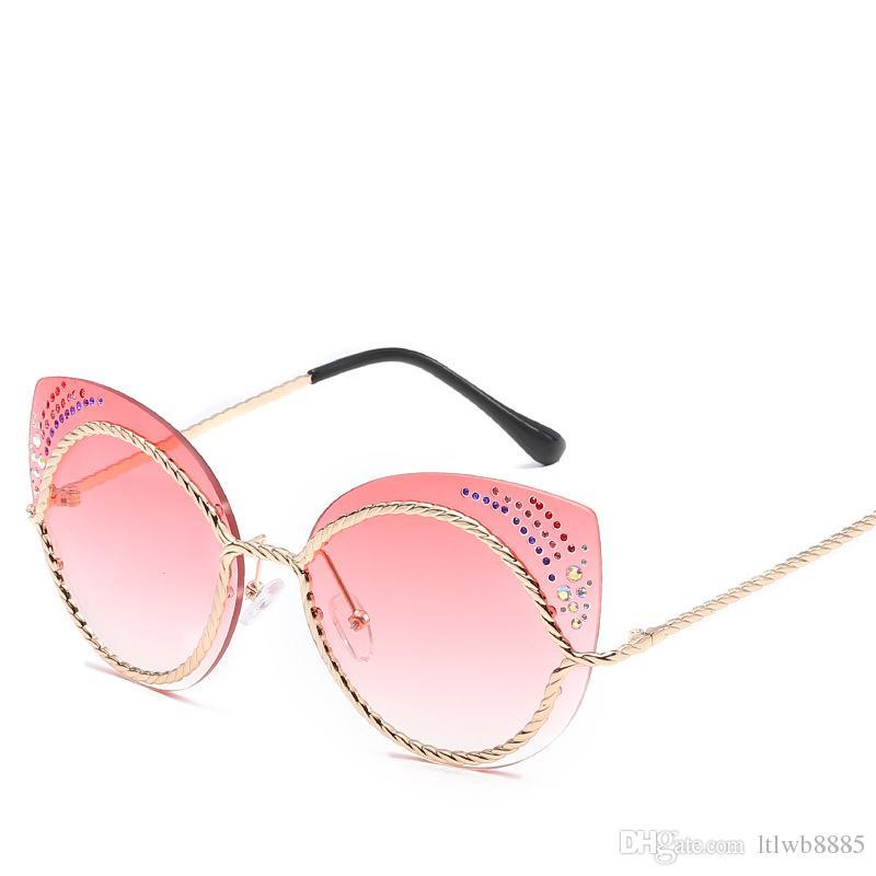 Compre 2018 Diamante Cat Eye Sunglasses Mulheres Espelho Redondo Óculos De  Sol Strass Oversized Reflexivo Eyewear Luneta De Soleil Femme De Ltlwb8885,  ... c0a1ede22f
