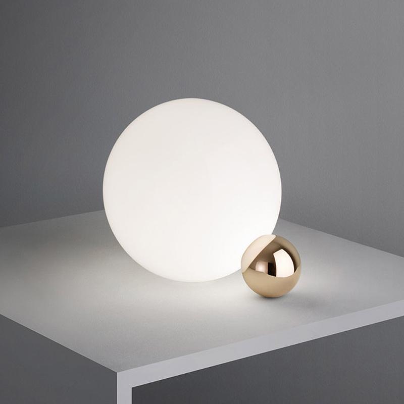 Acquista nordic moderno minimalista lampade da tavolo soggiorno in vetro bianco palla da tavolo - Tavolo di vetro per soggiorno ...