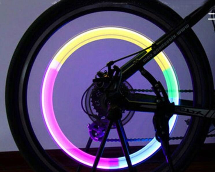 Luce della bici Valvola della ruota del pneumatico Luce del flash della luce della lampada della novità della novità Luce della ruota di motorbicycle Accessori della bici dell'automobile Luce del flash della valvola della luce del gambo