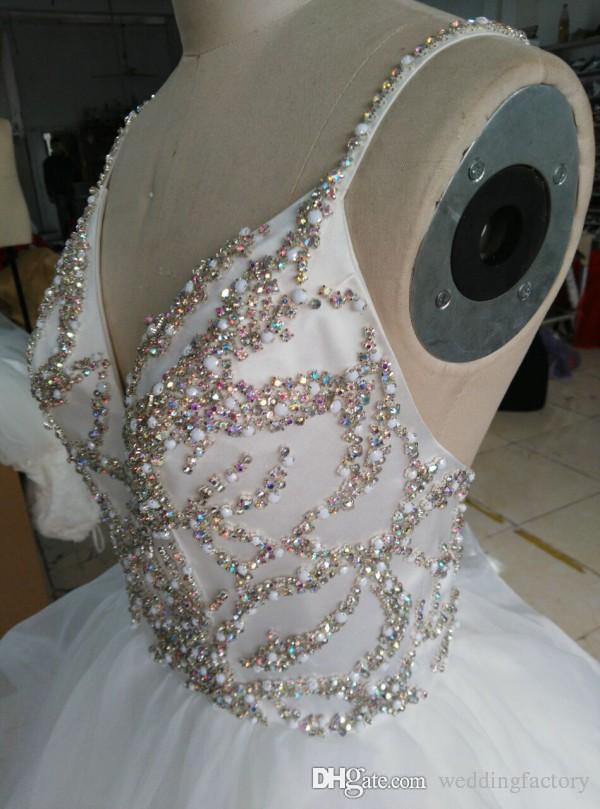 Imagen real Vestido de novia de alta calidad Una línea de correas espaguetis Cristales coloridos Criss Cross Sin respaldo Volantes de lujo Vestidos de novia Barrer tren