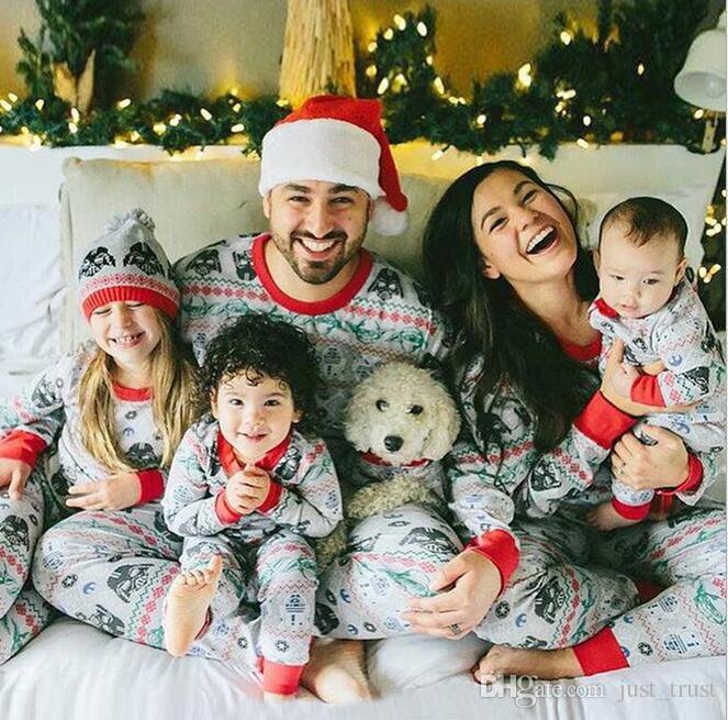 deca052000cab Compre Feliz Estrella Santa Claus Bendiciones Disfraces De Padres E Hijos  Feliz Navidad Padre Hijo Pijamas Traje De Casa A Juego Camisón Muñecos De  Nieve ...