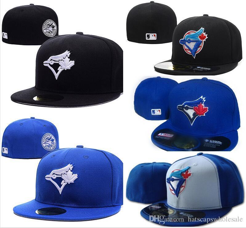 Compre Hombres De Toronto En El Campo De Béisbol Sombreros Equipados Sport  Team Logo Bordado Completo Cerrado Caps Out Door Fashion Hueso Color Azul  Envío ... 5e6f71fb0d2