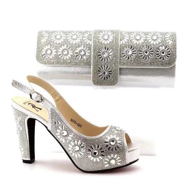 Compre Color Plata 2018 Zapatos Africanos Y Conjunto De Bolsos En Cuero De  La PU Italia Zapatos De Tacones Altos Zapatos Y Bolso Para Hacer Coincidir  Con ... 26d38170ebf3