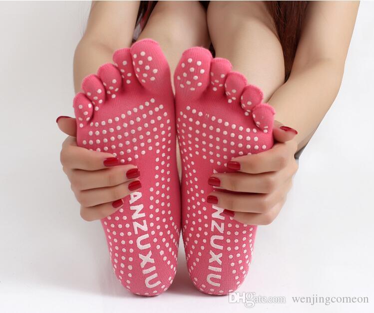 고품질 다채로운 요가 양말 5 발가락 면화 양말 운동 스포츠 필라테스 여성을위한 편안한 발 마사지 양말