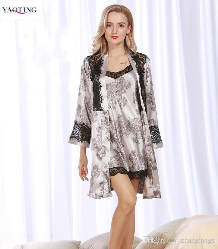 adf612e8e56 Compre Elegantes Pijamas Robe Gown Sets Encaje De Mujer Sedoso Seda Suave  Traje De Noche De Satén Traje De Noche Night Sleep Juegos De Albornoz Sexy A  ...