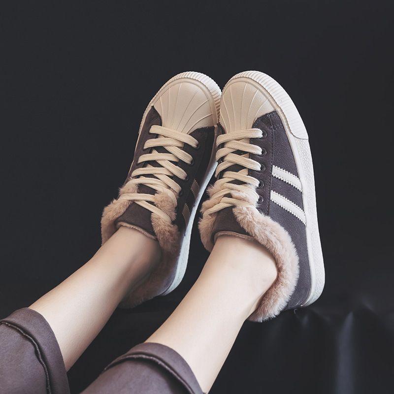 b010ea59ccb Compre Invierno Cálido Vellón Zapatos De Algodón Nueva Versión Coreana De  Zapatos Casuales De Mujer Botas De Nieve Planas A  21.11 Del Jian666