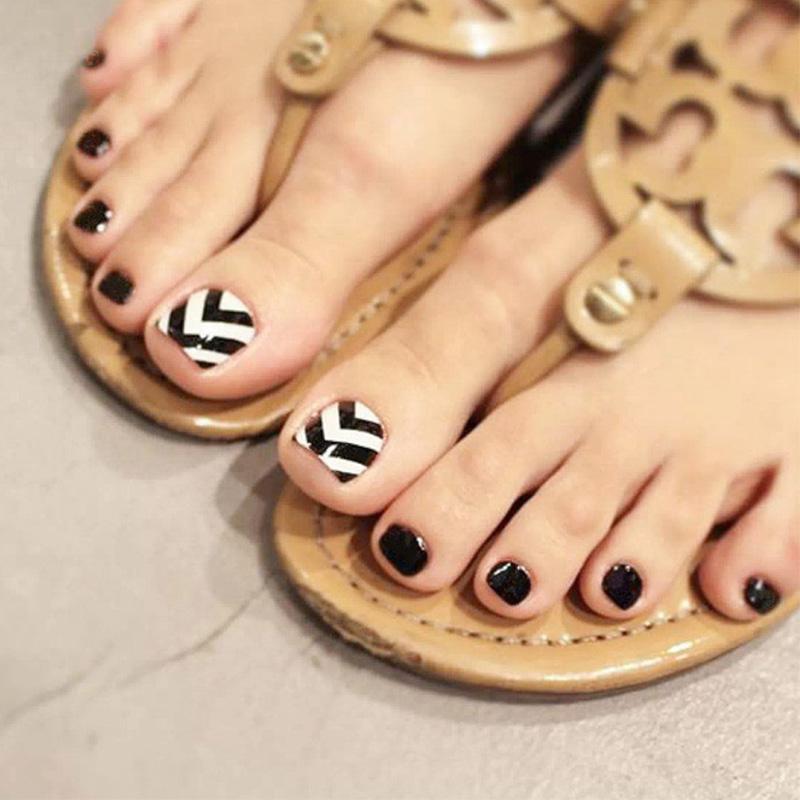 New False Toe Nails With Designs Black White Stripe Pure Black Base