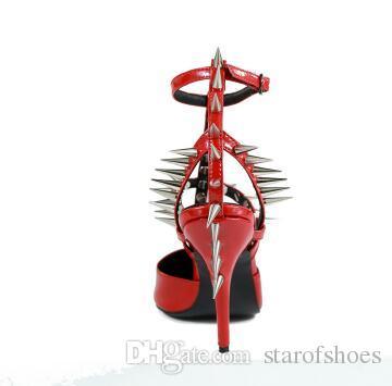 2018 vendita calda in pelle verniciata rossa t-strap donne pompe borchie rivetti fibbia cinturino tacchi alti scarpe scarpe a punta scarpe da donna