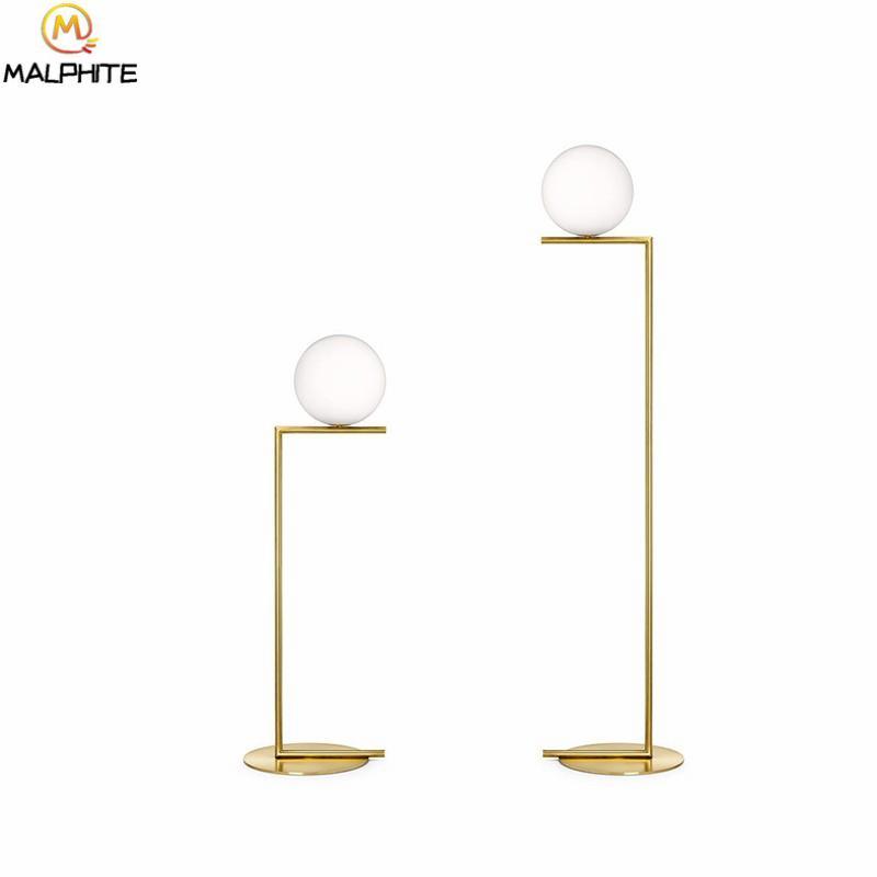 Großhandel Post Modern Led Stehleuchten Nordic Lüster Weiß Glas Staande  Lampe Wohnzimmer Nachttisch Gold Deko Leuchten Stehlampe Von Samanthe, ...