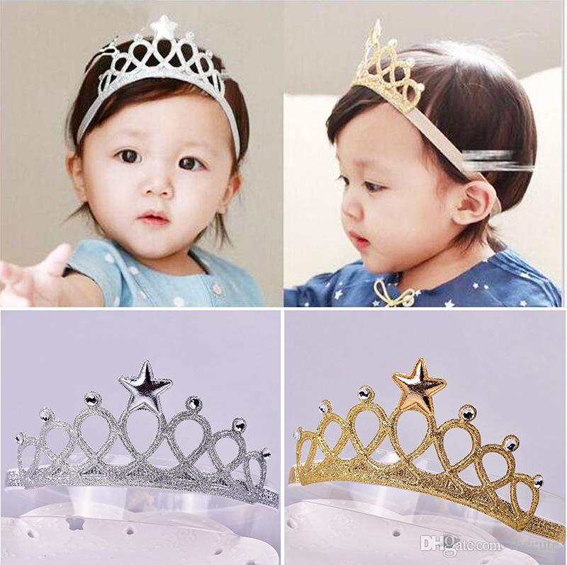 Compre Bebê Recém Nascido Meninas Coroa De Aniversário Headbands Adereços  Fotografia Infantil Bebê Headband Do Cabelo Acessórios De Prata De Ouro 2  Cores ... 89b06cc30d6e