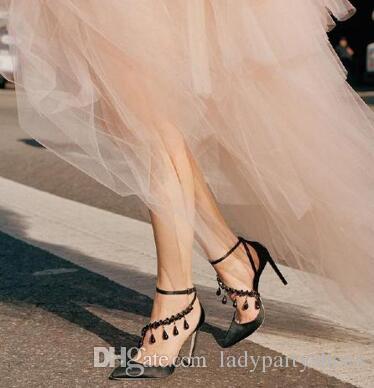 2018 Mulheres De Cristal Franja De Cetim Vestido De Festa De Salto Alto de Luxo de Design Sapatos de Casamento de Strass Bling Apontado Toe Mulheres Sexy Bombas