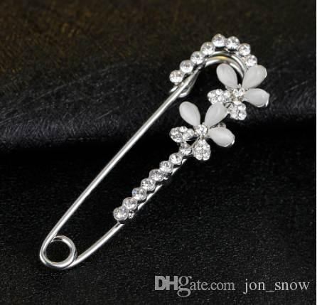 b62ed6a405 Hijab Pins silver color Safety Pin Brooch Jewelry Fashion Luxury Rhinestone  Men Brooches For Suit Scarves Corsage Sweater Collar