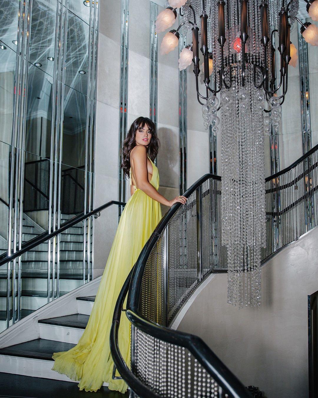 2018 Sexy Halter Jaune Profonde V Cou Longue Robes De Bal Cuisse Haute Split Robes De Soirée Simple Élégant Celebrity Pageant Robes