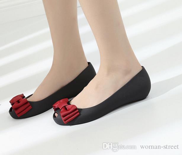 2018 женская мода бантом желе сандалии леди повседневная пластиковая садовая обувь мягкая удобная плоская обувь леди рыбий рот пляжная обувь
