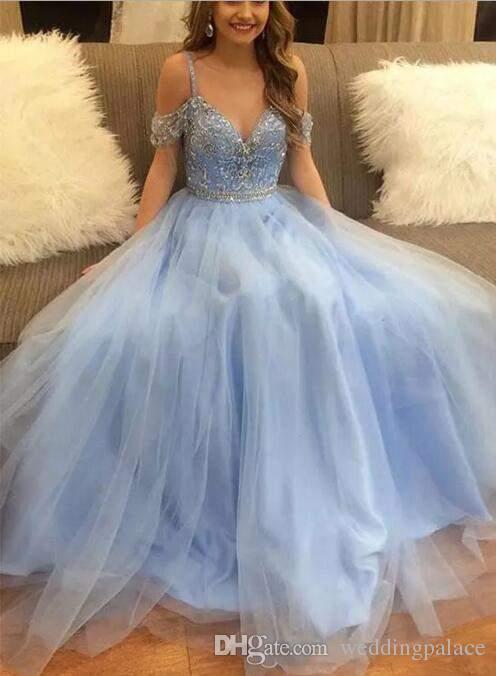 2018 Cielo blu in rilievo Crystal Ball Gown Abiti Quinceanera Sexy Tulle scollo a V manica corta Splendida abiti da sera Prom Dresses