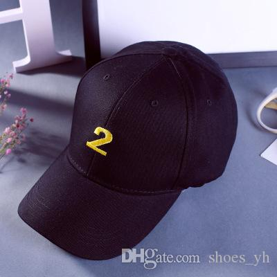 2018 Hat Winter Men Women Baseball Hat Embroidery Figures 2 solid color trendy couple bend Yan shade cap