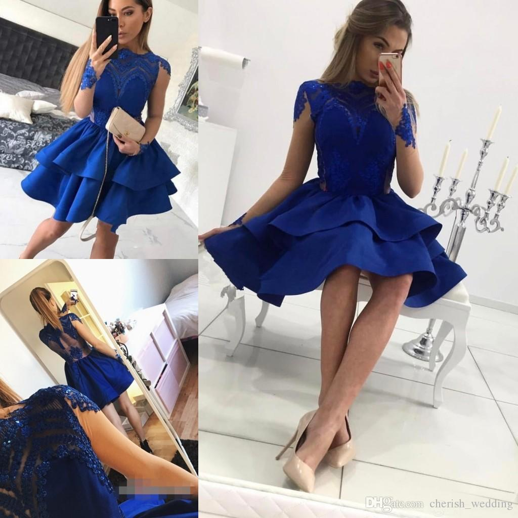 Royal Blue Homecoming Vestidos 2018 ShortHigh Escola Júnior Vestidos de Baile De Cetim Jóia Pescoço Mangas Compridas Vestidos de Cocktail Do Partido