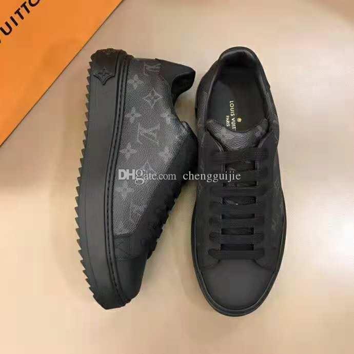 0997f6c40 Compre 2019 Nova Chegada Marca De Luxo Homens Sapatos De Couro Preto Branco  Genuíno Lace Up De Alta Qualidade Famoso Homens Sapatos Casuais Homens De  Design ...